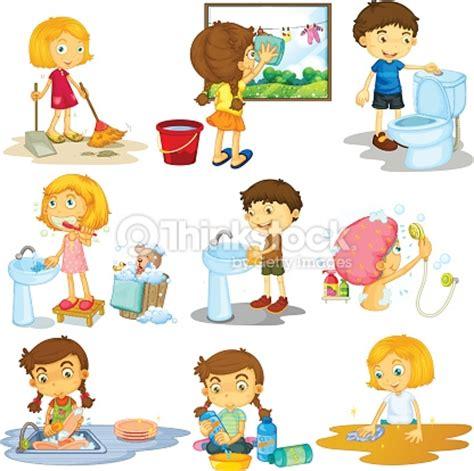 Anak N Bab Wash ni 241 os haciendo tareas diferentes arte vectorial thinkstock