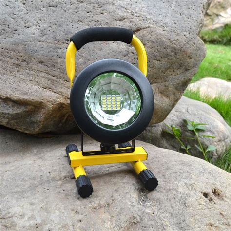 portable outdoor spot lights waterproof ip65 30w led floodlight rechargeable 24led