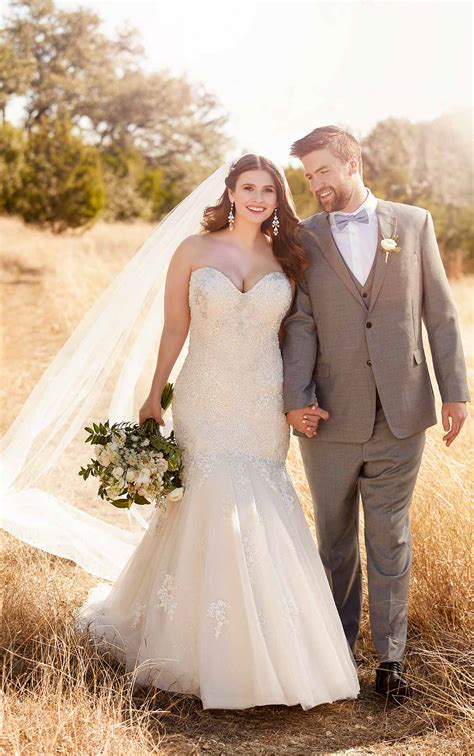 lace trumpet  size wedding gown  tulle skirt