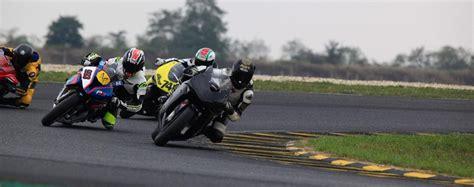Motorradvermietung Rennstrecke by Als Neuling Mit Dem Motorrad Auf Der Rennstrecke Fahren