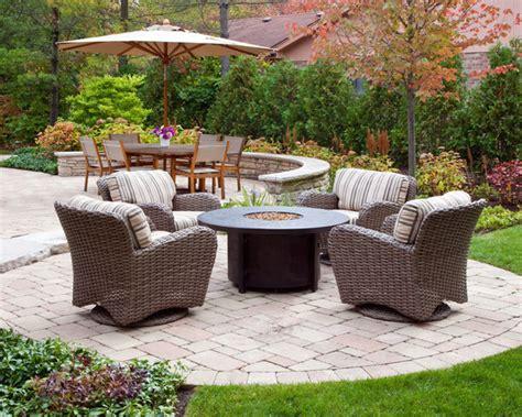 18 outdoor umbrella ideas for backyard patios and decks