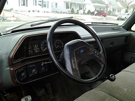 1991 Ford F150 Interior by 1991 Ford F150 Xlt Lariat This Truck Is A Regular Cab With A 8 Foot Bed And 5 0 V8 Liter With