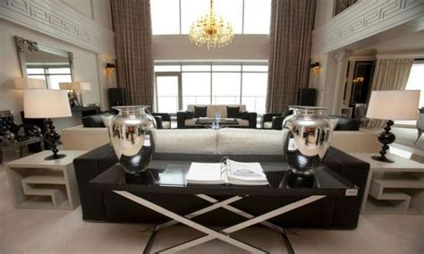buying a luxury apartment in are wealthy still buying luxury properties at home