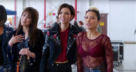 new movie trailers pitch perfect 3 by ruby rose trailer for pitch perfect 3 starring anna kendrick