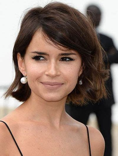 chinlength wavy sidepart hairstyles chin length hair with side swept bangs hair pinterest