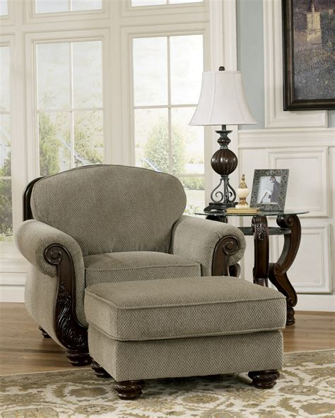 the living room martinsburg martinsburg meadow living room set from 57300 coleman furniture