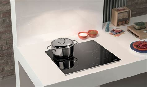 piano cottura induzione o vetroceramica piano cottura a gas o a induzione pro e contro casafacile