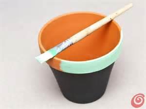 vasi terracotta colorati vasetti colorati per spezie e piantine casa e trend