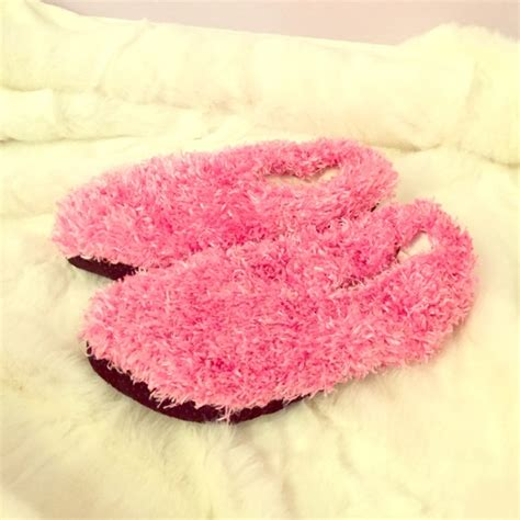 fuzzy pink slippers 63 pink s secret shoes nwot pink fuzzy