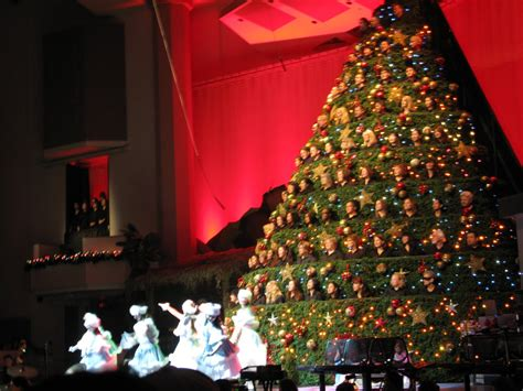 broadway church singing christmas tree christmas lights