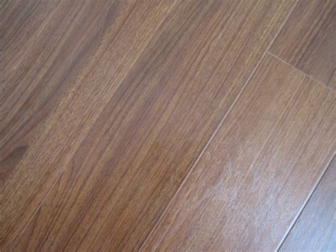 what is laminate wood china 12mm real texture surface v groove laminate flooring