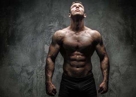 imagenes de fitness hombres ejercicio de press de banca y sus variantes para el pecho