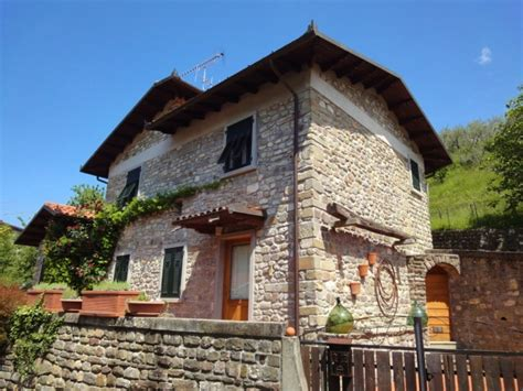 cottage italia 2 bedroom cottage minucciano tuscany italy travel and