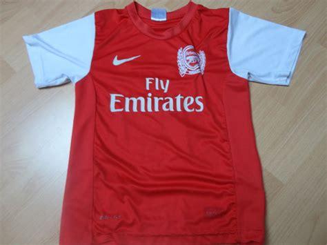 Kaos Arsenal Arsenal Signature 11 arsenal shirt with signature by robin persie catawiki