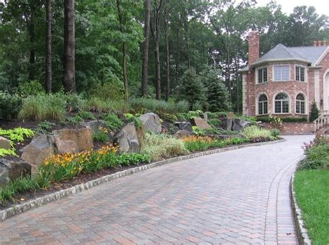 Driveway Garden Ideas Garden Driveway Entrance Landscaping On Pinterest Driveway Landscaping Driveways And