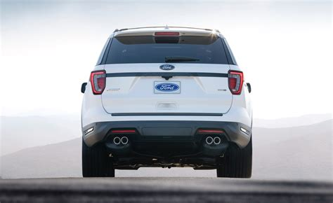 New Ford Explorer 2018 by 2018 Ford Explorer Gets An 11th Hour Refresh The Torque