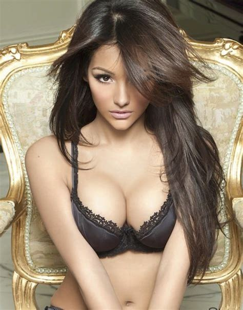 most gorgeous melanie iglesias is one of the world s most beautiful