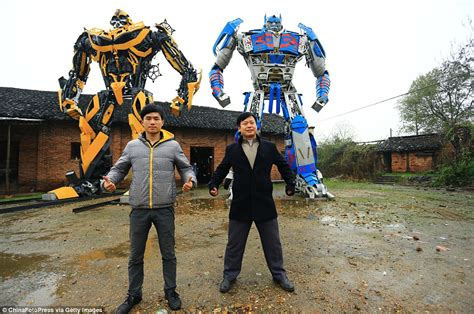 imagenes si realistas chinese farmers are making these huge transformer robots