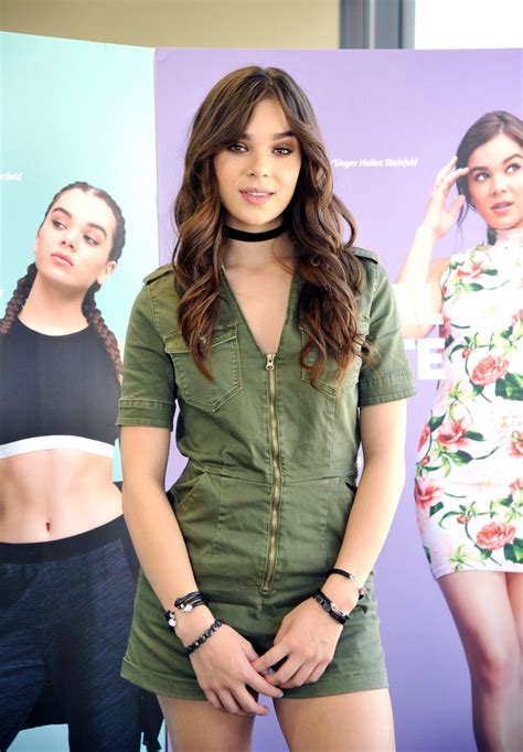 Find Inc Omg Look Hailee Steinfeld In Cotton Inc Find Your Favorite Event Filmymantra