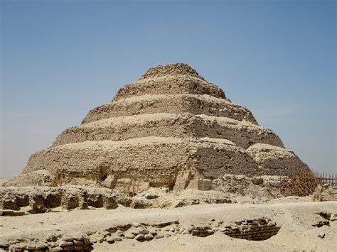 wann wurde die erste pyramide gebaut djoser pyramide 196 gypten betrachter de