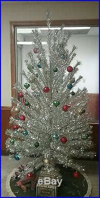 peco aluminum christmas tree vintage peco deluxe pompom aluminum 6 1 2 154 branch tree silver pom silver