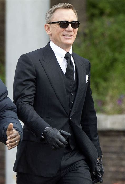 Set 4in1 Jas Anak Grey daniel craig suffers another injury during filming for new bond spectre mirror