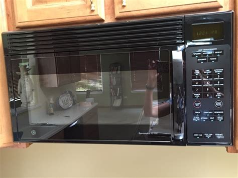 ge microwave with vent fan letgo ge spacemaker xl 1800 black under in kildeer il