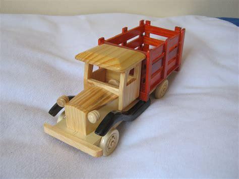 juguetes antiguos piezones coches cochecitos antiguos juguetes maderitas autos antiguos