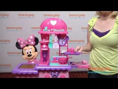Minnie Mouse Flippin Kitchen by Minnie S Flipping Kitchen From Just Play