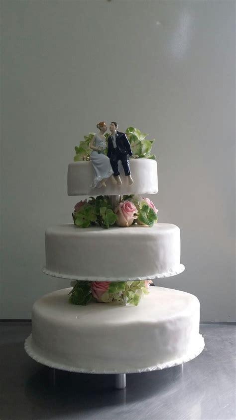 Hochzeitstorte 4 St Ckig Modern by Hochzeitstorten Etagere Montieren Echten Blumen Auf