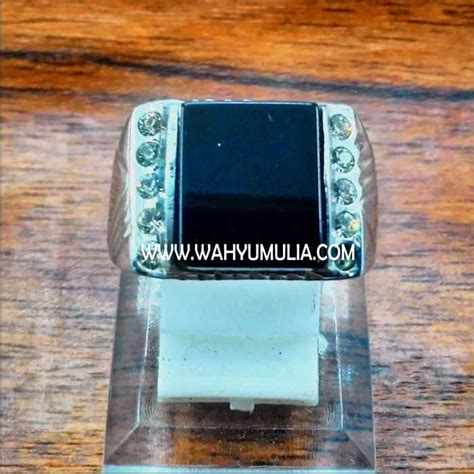 Cincin Batu Onyx Hitam batu cincin onyx hitam kode 318 wahyu mulia
