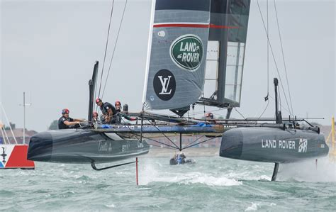 file ac45f racing catamaran using hydrofoils land rover - Catamaran With Hydrofoil