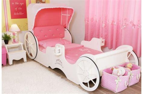 le lit carrosse nous rappelle la magie de l enfance