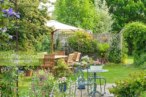 gap gardens outdoor dining area in secluded corner of