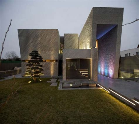 modern box house inspired by works of a spanish sculptor a cero s open box
