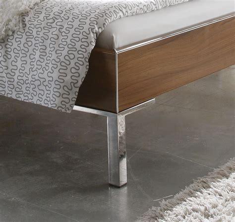 bettrahmen ohne kopfteil modernes designerbett ohne kopfteil mit dekor bettrahmen