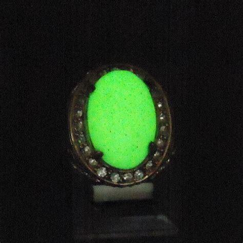 Batu Pospor Hijau cincin batu fosfor pospor putih nyala hijau pusaka dunia