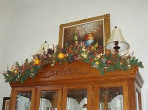 How To Decorate A China Cabinet How To Decorate China Cabinet