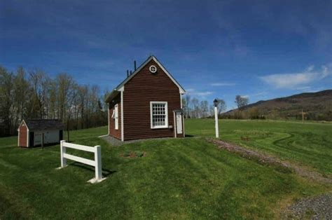 Small Home Builders Vermont Tiny House On 10 Acres In Gorgeous Vermont Could Be Yours