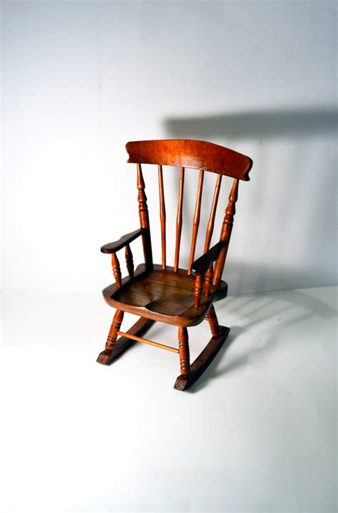 most compact rocking chair 1000 images about farmhouse furniture on