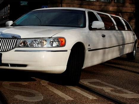 Limozin Car For Rent by Limo Car Hire Gallery