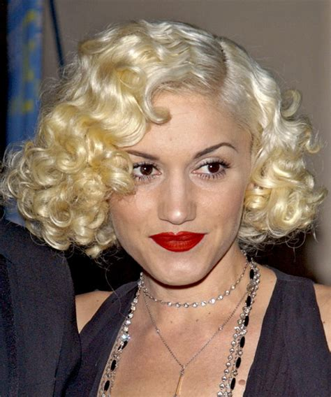 gwen stefani hairstyle medium blonde curly hairstyle with bangs gwen stefani hairstyles in 2018