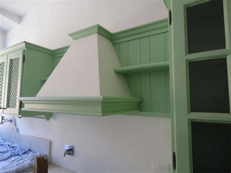 cucina country verde cucina verde salvia in fase di montaggio garnero design