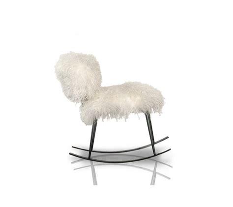 chaise a bascule blanche une chaise chic en fausse fourrure par navone