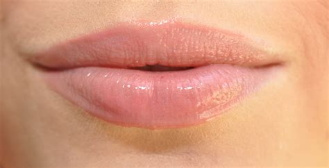 Lipstik Glossy Recommended beautiful shades of lipstick for your