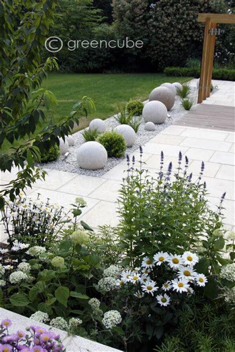 white garden ideas 25 best ideas about jardin paysager on