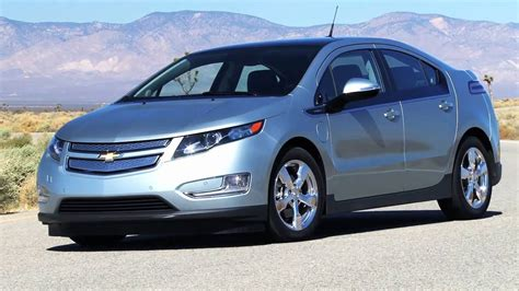 chevrolet volt wins 2011 motor trend car of the year youtube