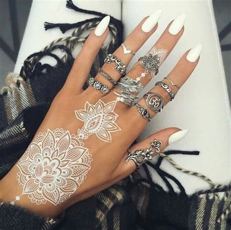 white henna tattoo on hand 20 jaw dropping white henna tattoos styleoholic