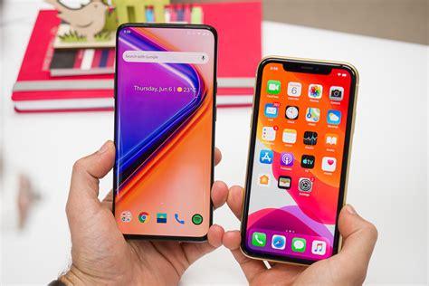 Apple Lance L Iphone Xr Presque Aussi Bien Que L Iphone Xs Pour 300 Euros De Moins by Oneplus 7 Pro Vs Apple Iphone Xr Ipom