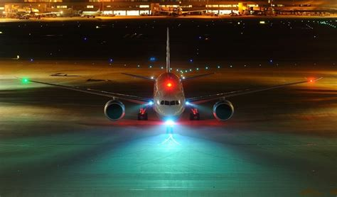 aircraft anti collision lights what is the diffference between landing lights taxi